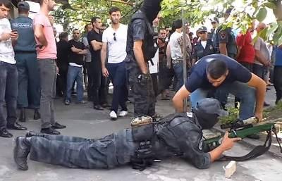 «ՀԺ». Դիպուկահարի հետ «սելֆիները» զվարճալի էին, բայց արդյո՞ք պետք էր սպանել հանցագործին