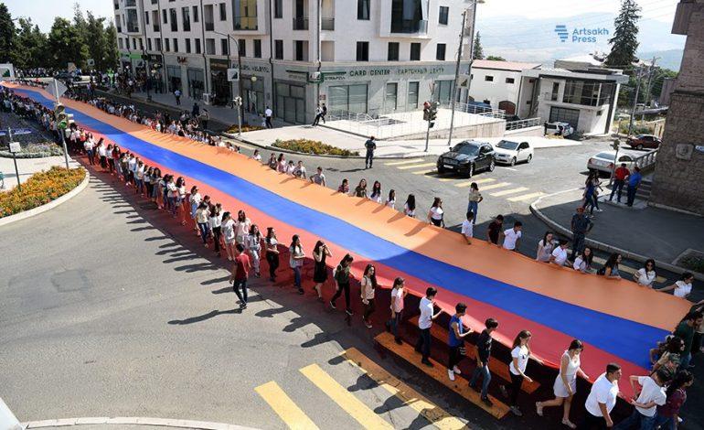 ՖՈՏՈՇԱՐՔ. Արցախում մեծ շուքով նշում են Անկախության հռչակման 26-րդ տարեդարձը