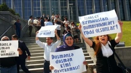 Բողոքի ակցիա՝ ընդդեմ Ադրբեջան այցելած հայ պատգամավորների