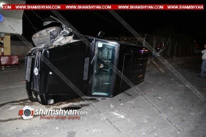 ՖՈՏՈՇԱՐՔ. Երևանում 18-ամյա վարորդը «Յաշիկ»-ով տապալել է երկաթե էլեկտրասյունն ու կողաշրջվել