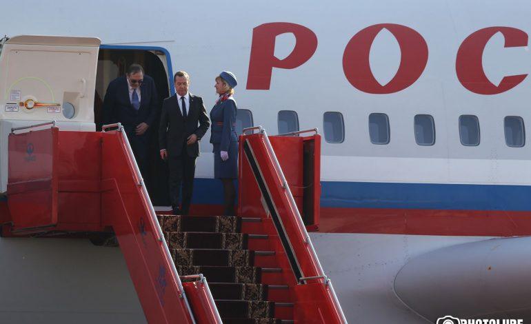 ՖՈՏՈՇԱՐՔ. ՌԴ վարչապետ Դ. Մեդվեդևը ժամանեց Երևան