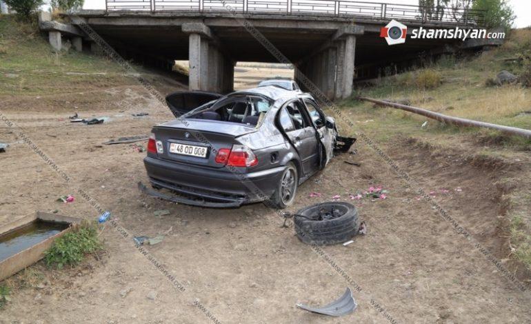 ՖՈՏՈՇԱՐՔ. Խոշոր ավտովթար Կոտայքի մարզում. 25-ամյա վարորդը BMW-ով գլխիվայր շրջվելով հայտնվել է դաշտում, կան վիրավորներ