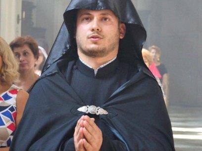 ՖՈՏՈ. Արարատի մարզում վթարի է ենթարկվել Մայր Աթոռ հոգևոր միաբանության անդամը
