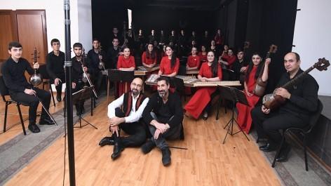 Սերժ Թանկյանը և CNN-ի նկարահանող խումբը՝ «Նարեկացի» արվեստի միությունում