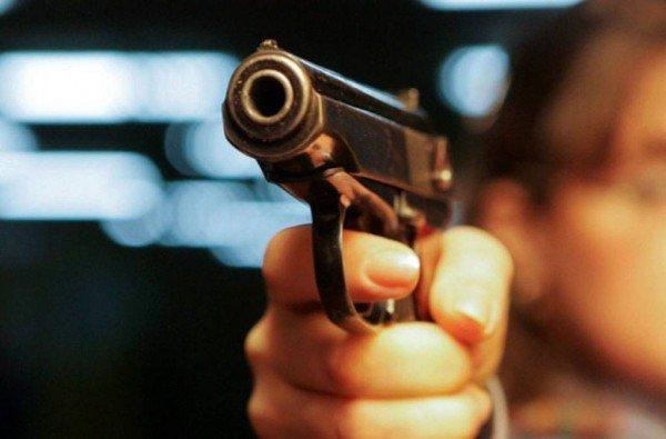 Արտակարգ դեպք Երևանում. ՀՀ ՊՆ վարչական շենքի մոտ անհայտ անձը գազային ատրճանակով կրակել է 37-ամյա կնոջ շան ուղղությամբ