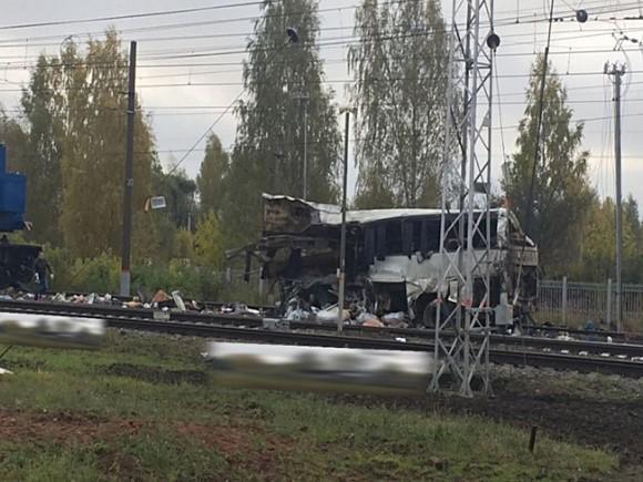 ՏԵՍԱՆՅՈՒԹ. Ռուսաստանում գնացքը մխրճվել է ավտոբուսի մեջ. առնվազը 19 մարդ զոհվել է