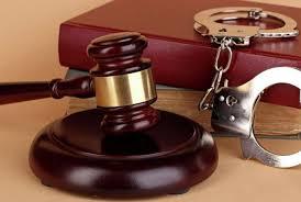 Կաշառք ստանալու և դրան օժանդակելու համար մեղադրանքներ են առաջադրվել քննիչին և փաստաբանին. նրանք կալանավորվել են