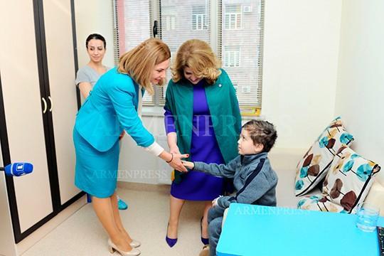 Մոլդովայի առաջին տիկինը հիացել է հայաստանյան արյունաբանական կենտրոնով և անձնակազմով