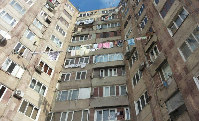 Упавшая с 7 этажа девочка выжила, но находится в тяжелом состоянии