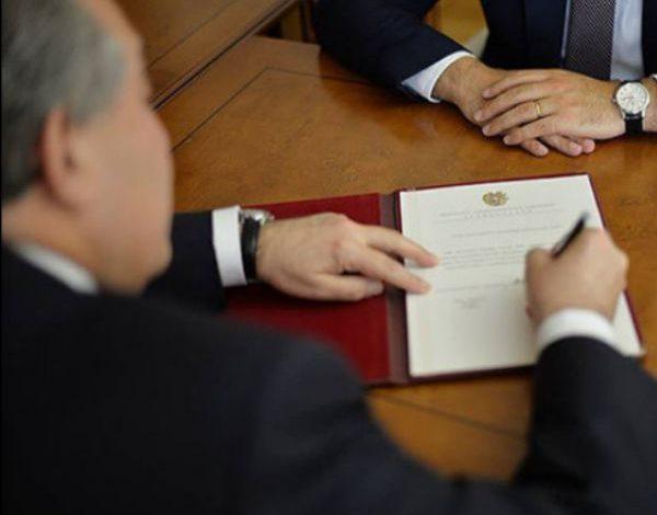 Նախագահ Արմեն Սարգսյանը հրամանագրեր է ստորագրել