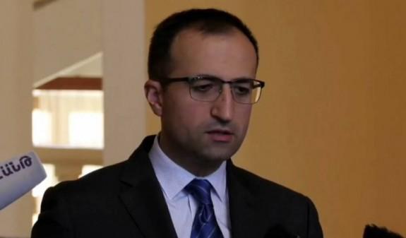 Անհետ կորած զինվորների ծնողները կառավարության շենքում ծեծել են Արսեն Թորոսյանին՝ լկտի պահվածքի համար. Mediaport