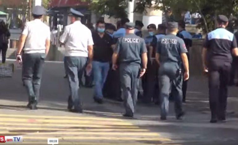 Հենց այս պահին հարյուրավոր ոստիկաններ սպասում են Նիկոլ Փաշինյանին