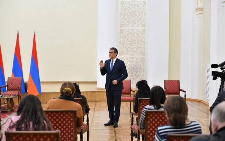 Ադրբեջանի իշխանությունները քաղաքական շահարկման առարկա են դարձնում գերիների ու անհետ կորածների որոնման հարցերը. հանդիպում նախագահի նստավայրում․ ՄԻՊ