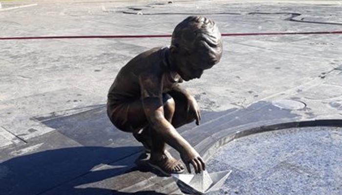 ՖՈՏՈ. Գողացել են Երևանի 2800-ամյակի այգու Նավակով տղայի բրոնզե արձանը