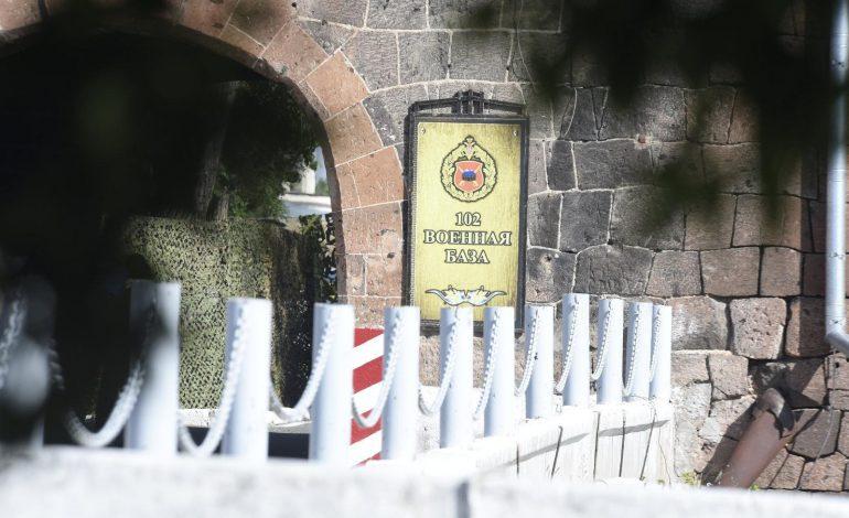 Գյումրիում 102-րդ ռազմաբազայի սերժանտը գիշերվա կեսին փորձել է ներխուժել անծանոթ բնակարան. aravot.am