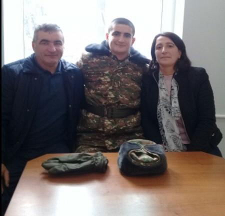 Մի տղա տոպրակով  նամակն ու մեդալը բերեց, Հադրութի ոչ մի սպա, ոչ մեկ հրամանատար  չի այցելել մեզ․  զոհված 20-ամյա Էդգարի ծնողները վրդովված են