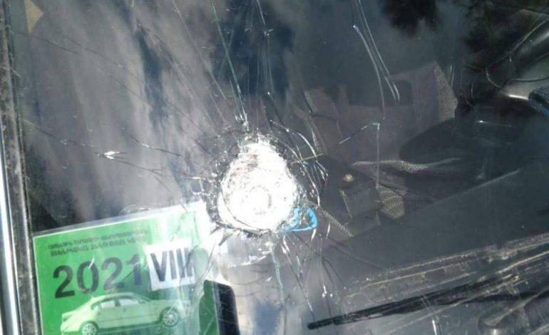 Ադրբեջանցիները Ստեփանակերտ-Կարմիր Շուկա հատվածում քարերով հարվածել են հայկական պետհամարանիշներով մեքենաներին