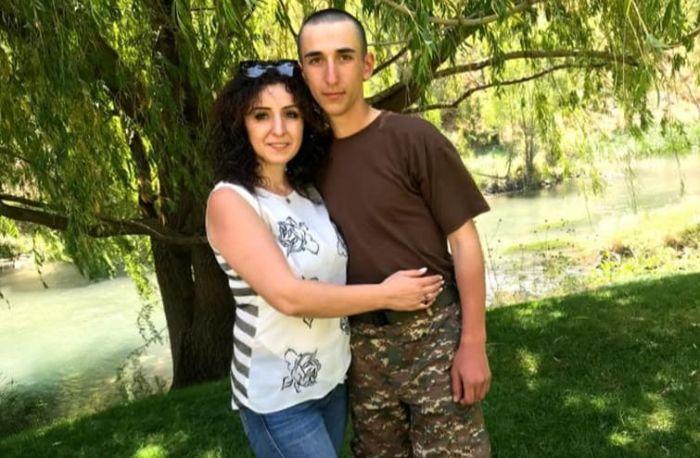 «Ընկերներից ոմանք տեսել են, որ Սենոն վառվող մեքենայի վրա կանգնած ընկերներին է դուրս բերում». զոհված զինծառայողի մայրը հարց է բարձրացնում