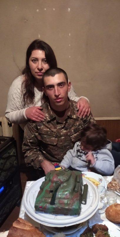 ՖՈՏՈ. Մայրը որդու վերադարձին հույսով սպասեց 195 օր. «Տեր Աստված ես ի՞նչ արեցիր, ինչի՞ ինձ տվեցիր, որ այսքան շուտ պիտի վերցնեիր...». զոհված  զինվորի մոր գրառումը