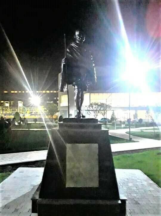ՖՈՏՈ. Աջափնյակում գաղտագողի կանգնեցվել է քեմալի դաշնակից, Հայոց ցեղասպանությունը ողջունող Մահաթմա Գանդիի արձանը
