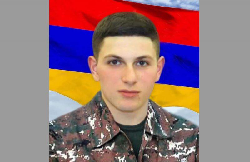 Հադրութում զոհված զինծառայող Ռոբերտ Կարապետյանի «Արիության» մեդալը տուն է բերել տաքսու վարորդը