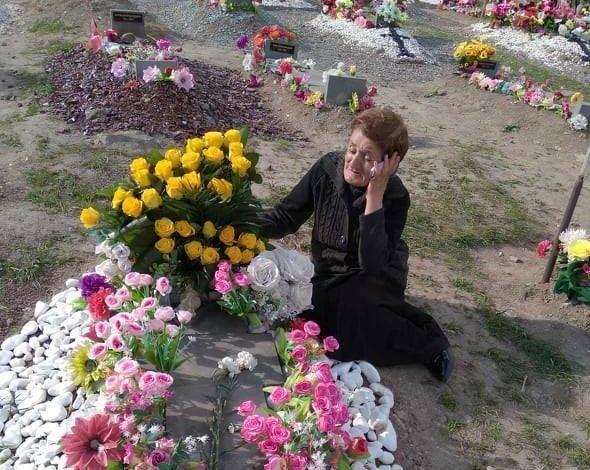 ՖՈՏՈ․ «Բժշկի հետ գնում եմ, էդ «Սպայկեքը» լիքը դիակներ են, ցելաֆանը բացում եմ՝ ախպերս ա».եղբոր զոհվելուց հետո Հասմիկն ասում է՝ մոր մոտ հոգեկան խնդիրներ են ի հայտ եկել
