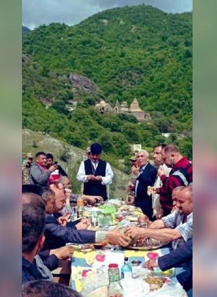 ՖՈՏՈ. Ադրբեջանցիները կերուխում են կազմակերպել Դադիվանքի տարածքում