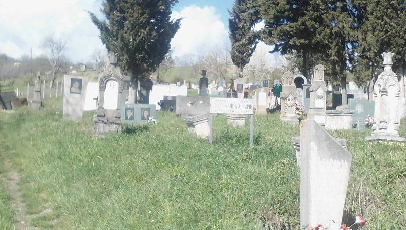 ՖՈՏՈ. Թաղավարդում թշնամին ավերել է Արցախյան առաջին պատերազմի զոհերի գերեզմանները