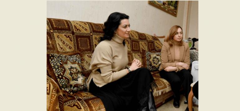 Պատահական չէր, որ Աննա Հակոբյանն ու Լենա Նազարյանն իրենց ավանդական ֆոտոսեսիաները սկսեցին այն ոստիկանի տնից, ով զոհվել էր հոկտեմբերի 19-ից հետո. Հովհաննիսյան