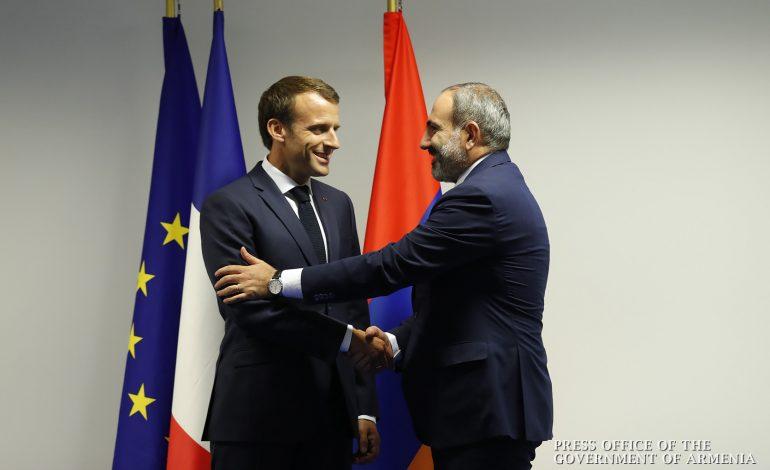 Никол Пашинян поздравил Эммануэля Макрона с Национальным праздником Франции
