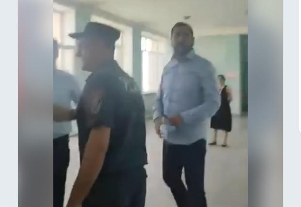 ՏԵՍԱՆՅՈՒԹ. «Իմ քայլի» պատգամավոր Ռուստամ Բաքոյանը կռիվ է հրահրել ընտրատեղամասում. Mediaport