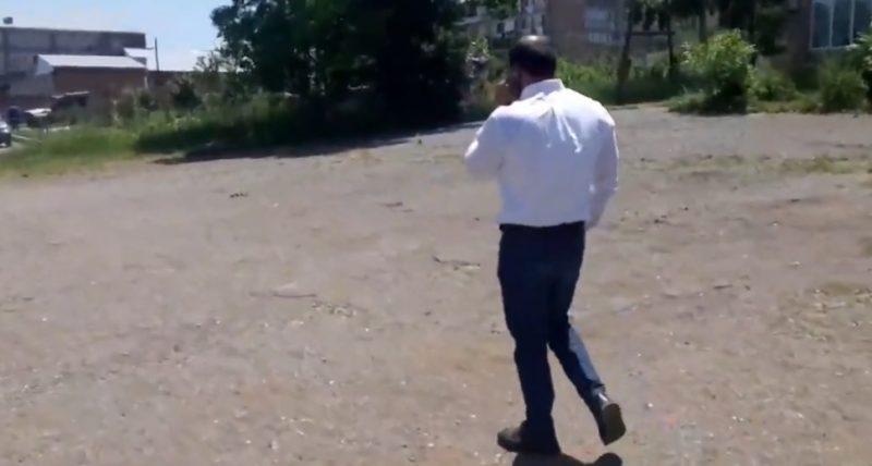 ՏԵՍԱՆՅՈՒԹ. Մի նկարի. «շիշ բռնողը» ախրանիկների հետ բեսպրեդել է իրականացնում Գեղարքունիքի ընտրատեղամասերում․ Մեդիապորտ