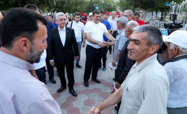 Սերժ Սարգսյանն ու Տարոն Մարգարյանը հանդիպել են Նուբարաշեն վարչական շրջանի բնակիչների և համախոհների հետ