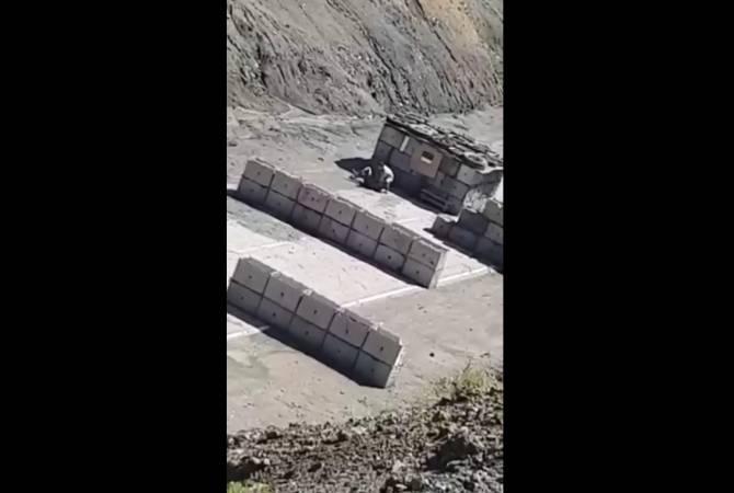 Քարվաճառում ադրբեջանցի զինծառայողին դաժանաբար ծեծել է իր իսկ ծառայակիցը. բացառիկ կադրեր