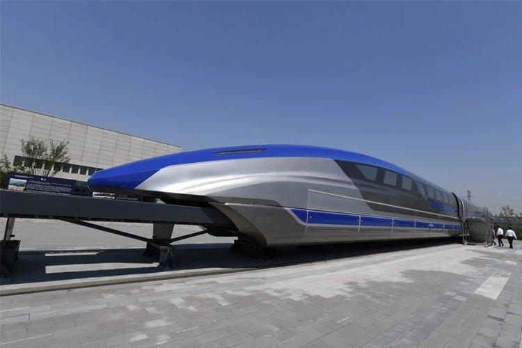 ВИДЕО, ФОТО: Самый быстрый в мире маглев сошел с конвейера в Китае