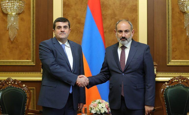 Никол Пашинян и Араик Арутюнян обсудили ход работ, направленных на преодоление последствий войны