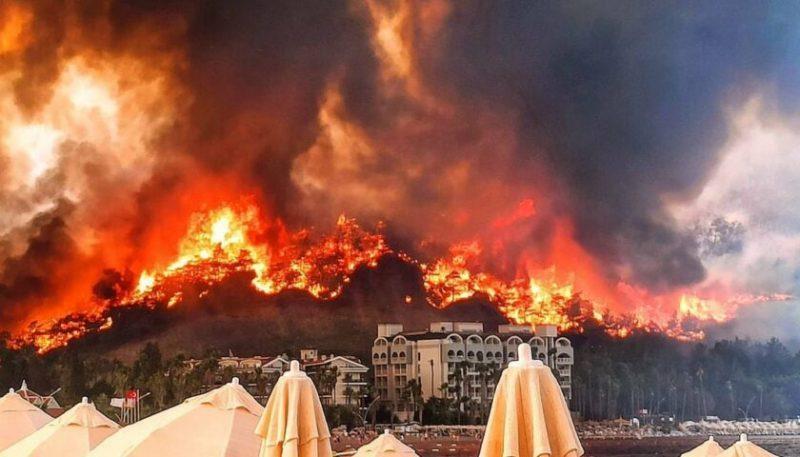 Пожар в Турции подошел к курортам. Огонь в Анталье, Бодруме, Мармарисе и Манавгате