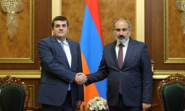 Президент Арцаха Араик Арутюнян поздравил Никола Пашиняна