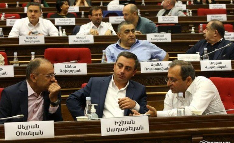 Իշխան Սաղաթելյանը երկրորդ անգամ չընտրվեց ԱԺ փոխնախագահ