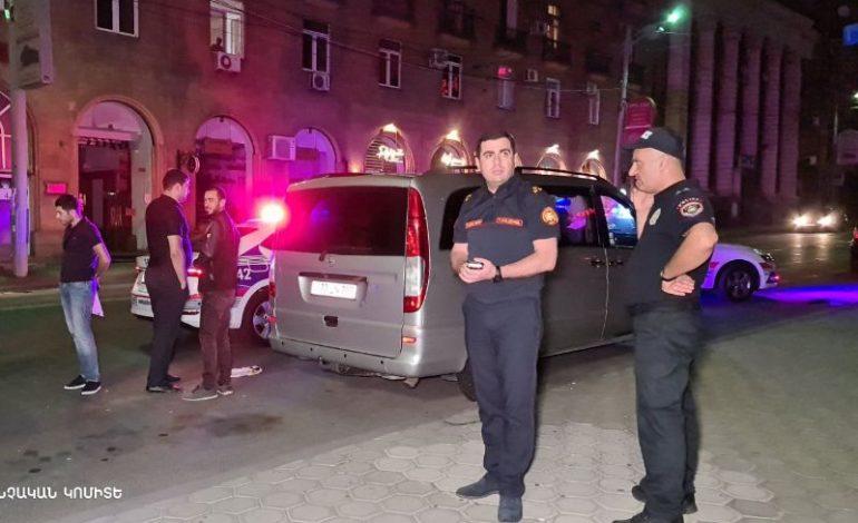 «Վերնիսաժի» ուղղությամբ, քաղաքացին կրակել է «Ռենջ Ռովեռ Սպորտ» ավտոմեքենայի ուղղությամբ․ մանրամասներ սպանության փորձից