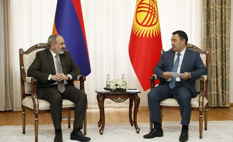 Հայաստանի վարչապետը հանդիպում է ունեցել Ղրղզստանի նախագահի հետ