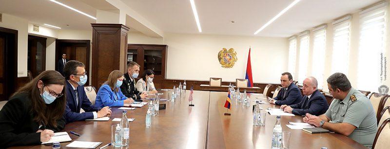 Министр обороны Армении ознакомил посла США с ситуацией на границе с Азербайджаном