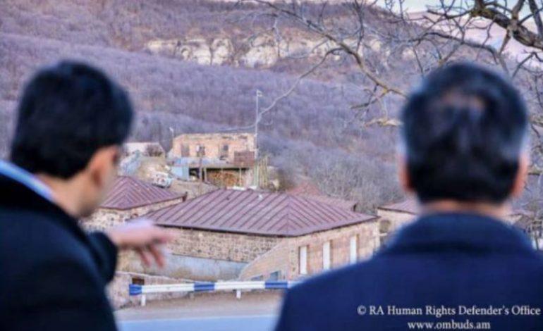 Омбудсмен направит в международные органы отчеты об инциденте, когда азербайджанские военнослужащие перекрыли дорогу