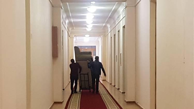 Պատգամավորների սենյակներում վերանորոգում է.  «Հրապարակ»