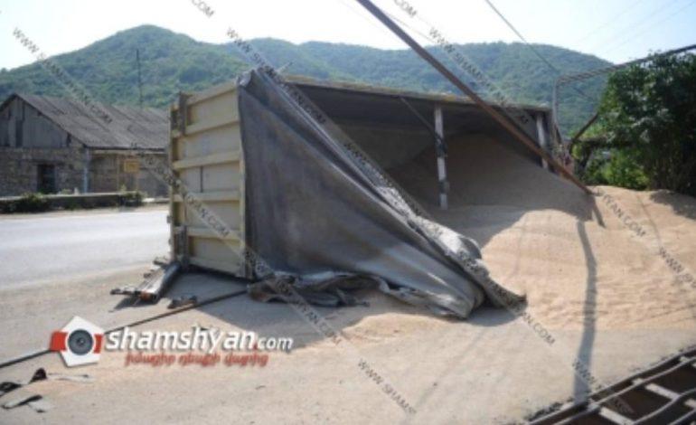 Վթարվել է «Լֆիկ » մականվամբ Սամվել  Ալեքսանյանին պատկանող 23 տոննա ցորեն տեղափողող մեքենան