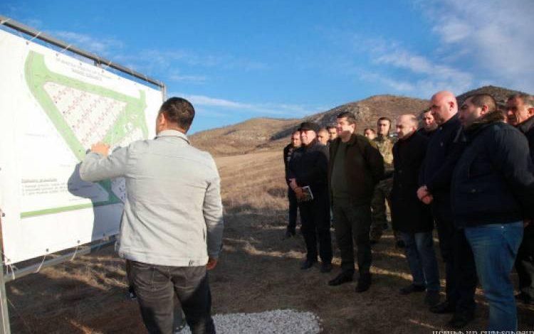 «Հրապարակ».  Խաչատուր Սուքիասյանի գործընկեր կառուցապատողը  ադրբեջանցի բանվորնե՞ր է բերել Արցախ