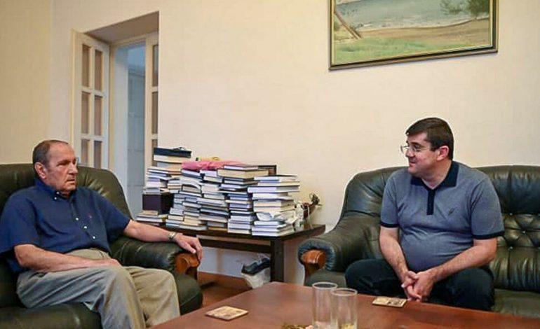 Հայաստանը բերվում է Ադրբեջանի հետ ռազմական բախման եզրին, ահա թե ինչու էր Արցախի նախագահը այցելեց Տեր-Պետրոսյանին․   Վարդան Սեդրակյան
