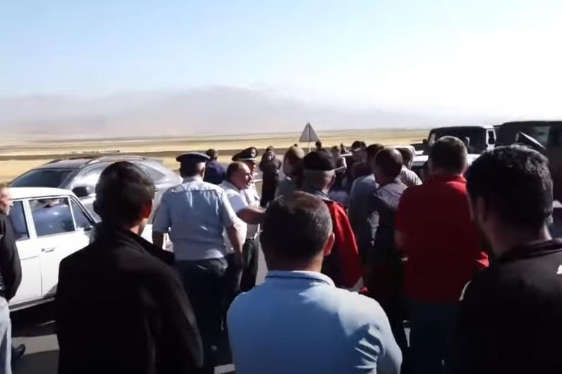 В Армении произошла потасовка между сельчанами и полицейскими