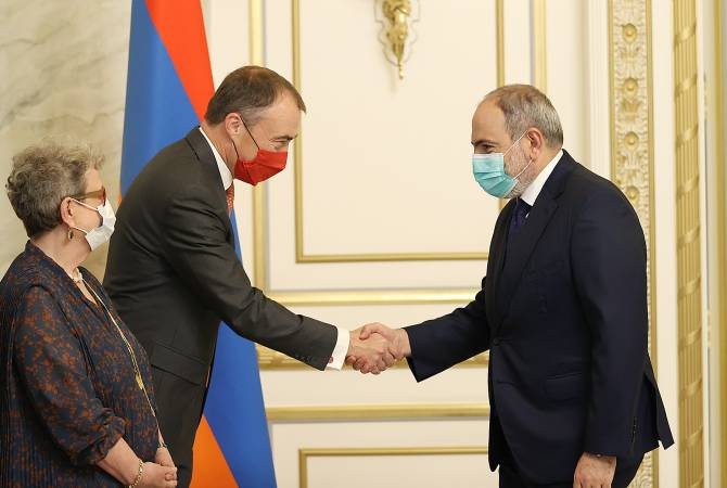 Премьер-министр Пашинян принял специального представителя ЕС Тойво Клаара