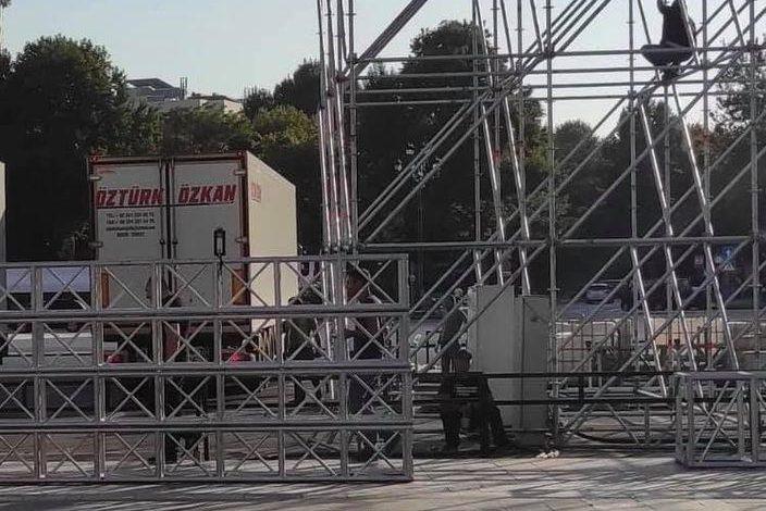 Ինչ են անում Թուրքական մեքենաները Երևանի Հանրապետության հրապարակում